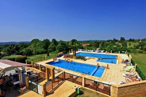 3 piscines dont une couverte et chauffée