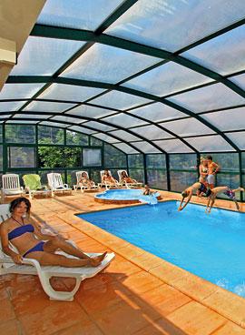Location de vacances avec piscine chauffée et couverte proche de Sarlat en Dordogne Périgord Noir