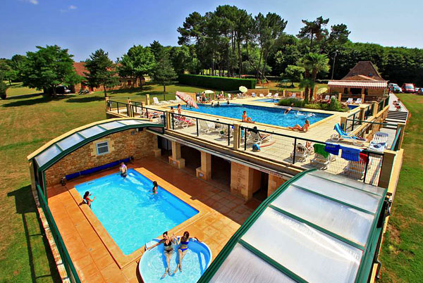 The heated and covered swimming pool of COMBAS, holiday cottages near Sarlat in Dordogne
